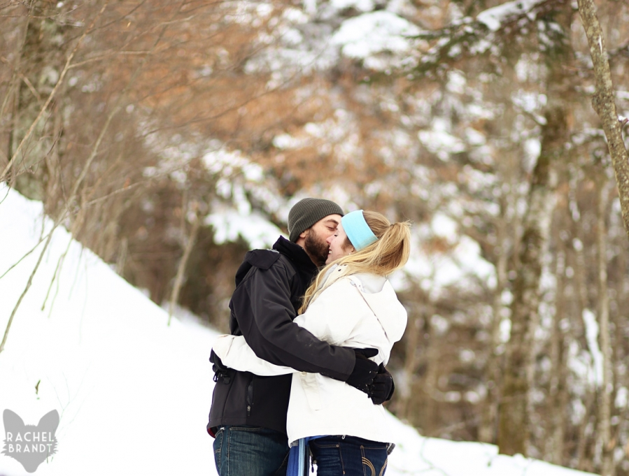 couple kissing in the snow of tennessee